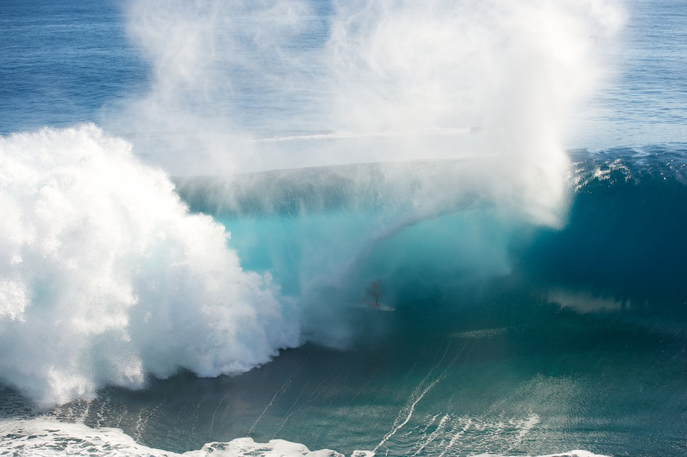 Surfing-Superwaves-Teahupo'o-Thaiti-KNSTRCT-2.jpg