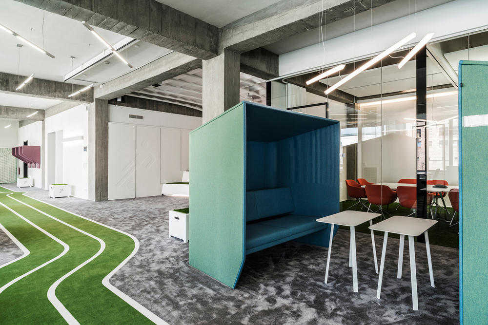 fancy football onefootball 39 s office by tkez architects knstrct. Black Bedroom Furniture Sets. Home Design Ideas