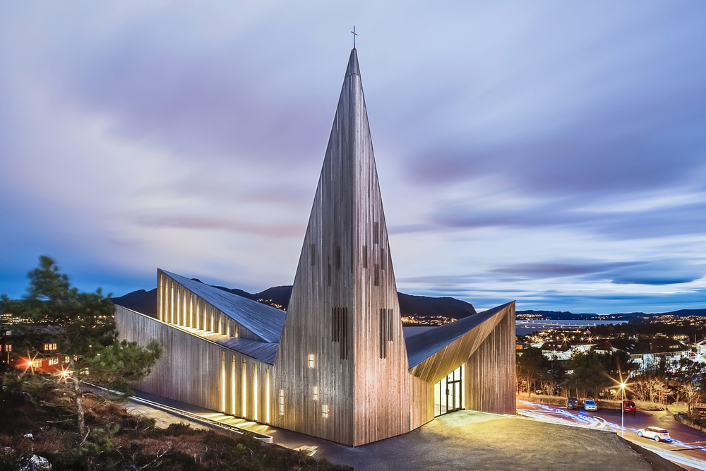 Church of Knarvik in Norway by  Reiulf Ramstad Arkitekter . Photography by  Hundven Clements Photography