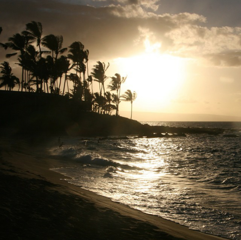 Maui shoreline photographed by @kjnasminmy