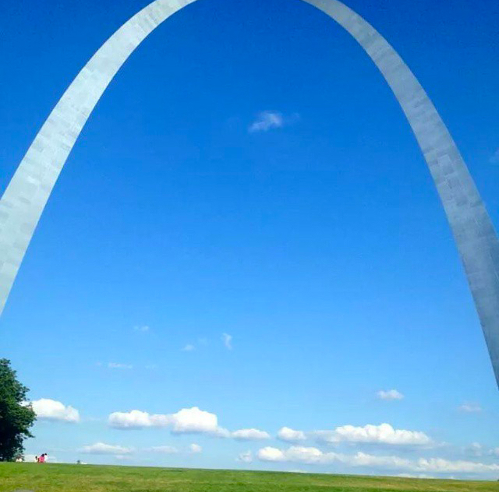 Saint Louis Arch photographed by @krissy074