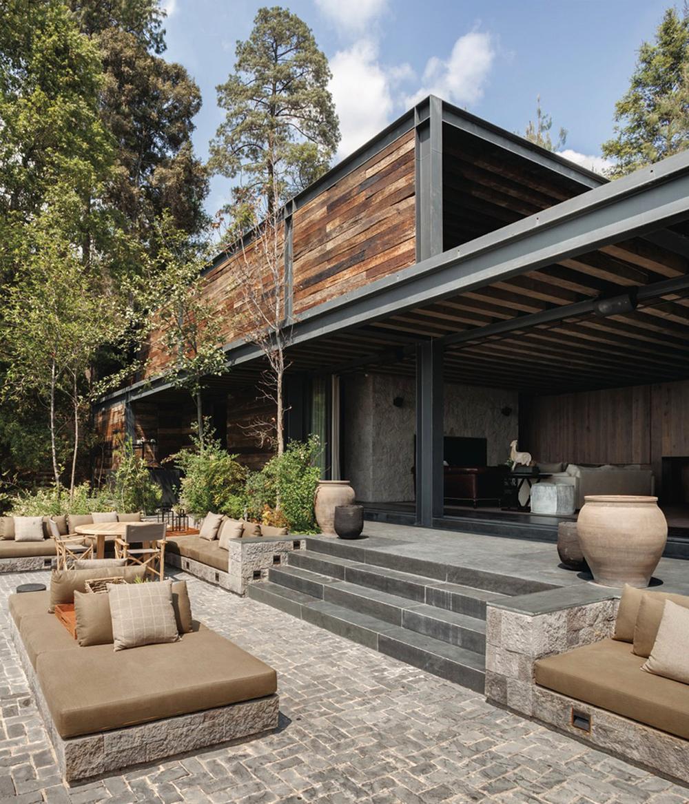 El-Mirador-House-CC-Arquitectos-Modern-Design-Horse-9.jpg