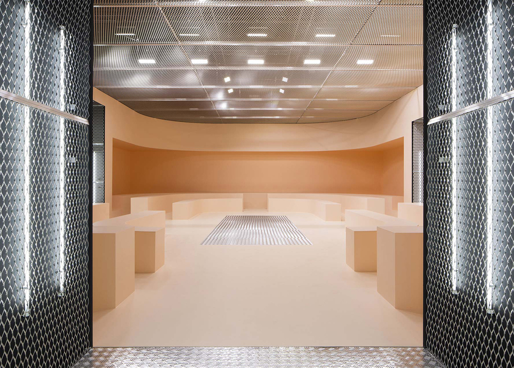 The Infinite Palace: AMO Creates Sequential Spaces for Prada's FW 2015 Presentation in Milan