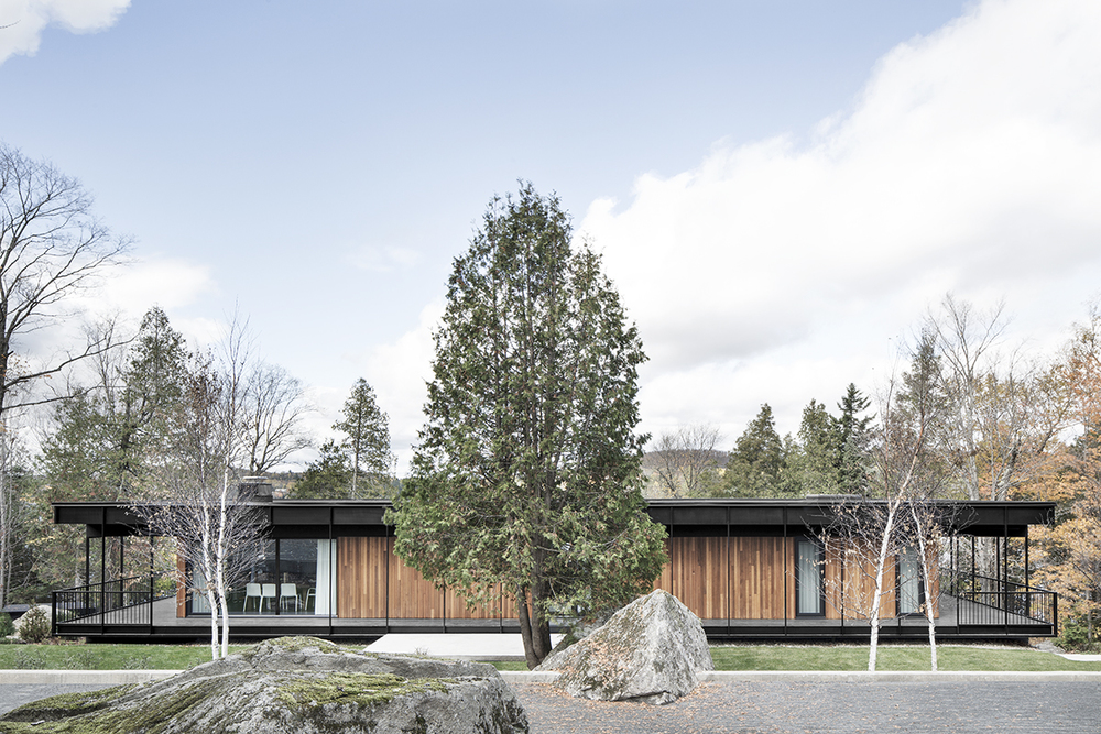 Le Phenix Residence in designed by Alain Carle Architecte   Estérel, Quebec | KNSTRCT