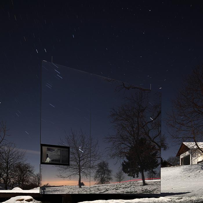 Casa-Invisibile-DMAA-Modern-Mirror-Building-Architecture-A.jpg
