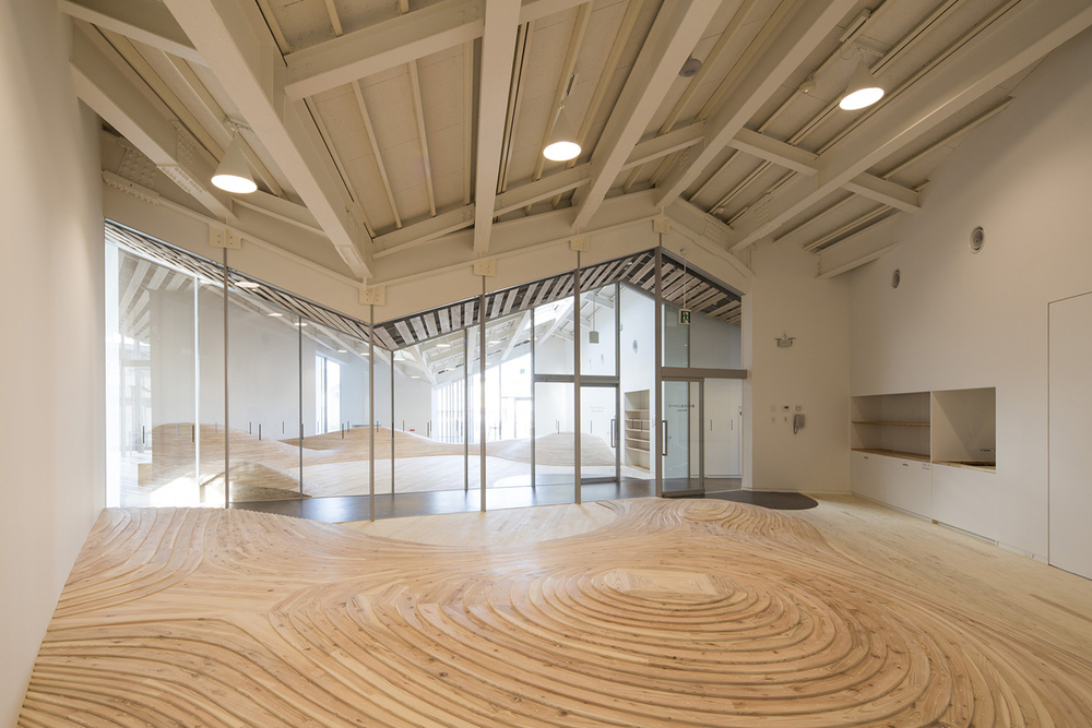 Walking on Sunshine: The undulating floors of Kengo Kuma's Towada City Plaza | KNSTRCT
