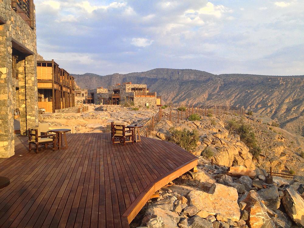Oman s mountain escape the alila jabal akhdar resort for Designhotel oman