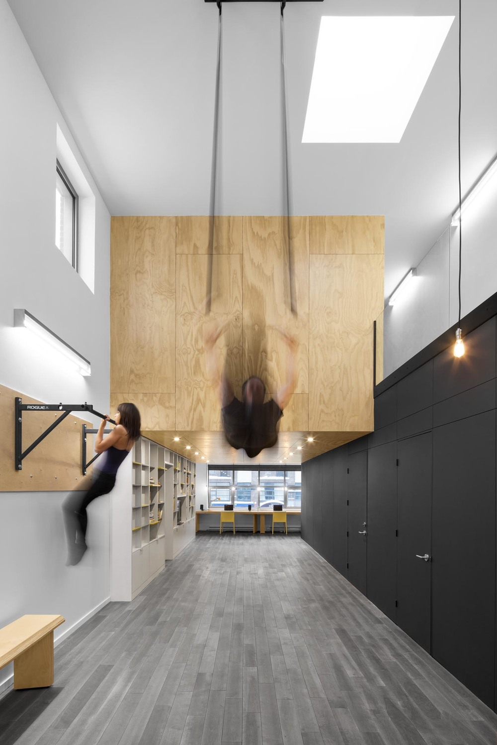 In Suspension: An Athletic House by Naturehumaine