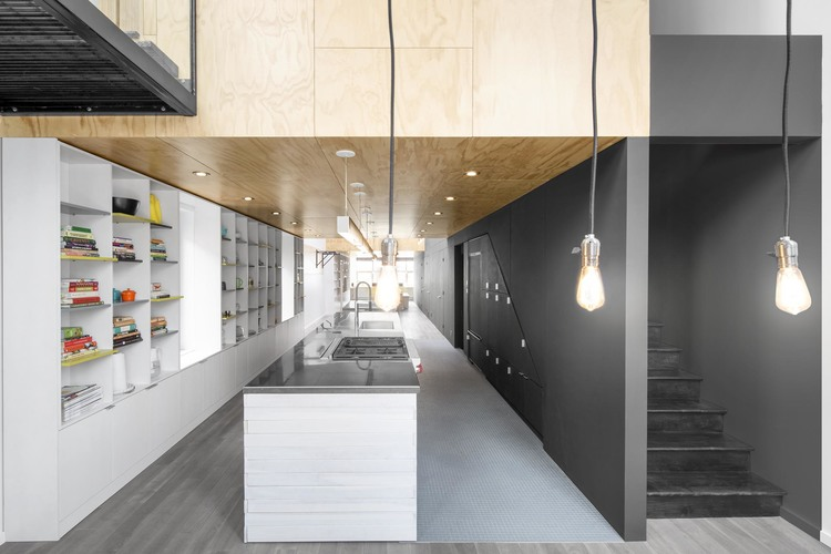 In Suspension: An Athletic House by Naturehumaine — KNSTRCT on house electrical design, house ceiling design, house truss design, house frame design, house paint design, house beam design,