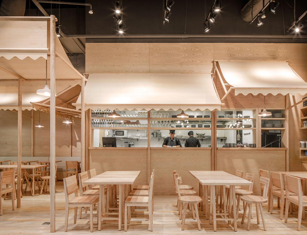 Wood chipping onion designs all wood eatery at emquartier for E design interior design