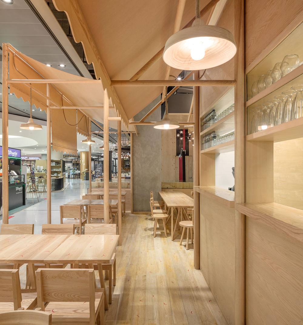 wood chipping: onion designs all wood eatery at emquartier — knstrct