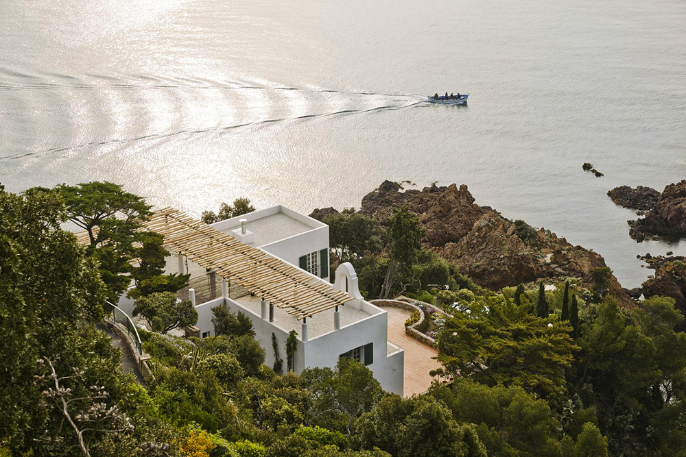 4a Architekten Renovates Heritage-Protected Villa on the Côte d'Azur