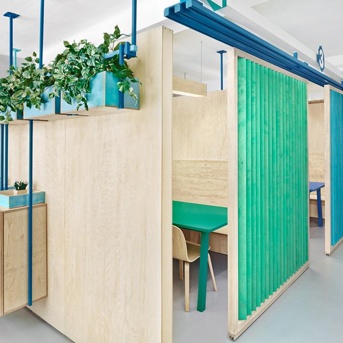 Masquespacio-Redesigns-Rebrands-English-School-Barcelona-Interiors-A.jpg