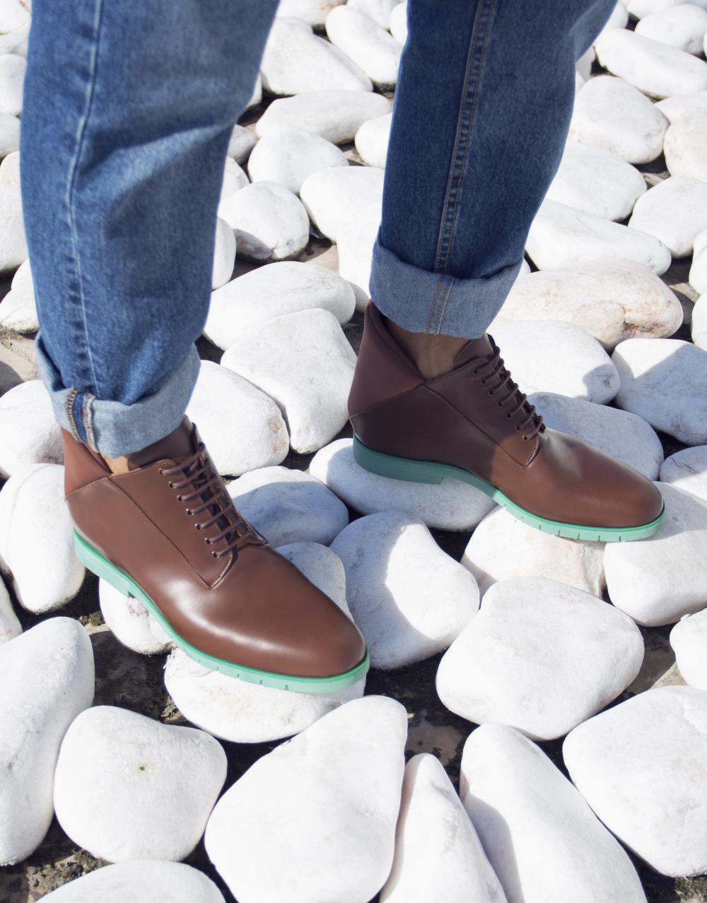 Minimalist unisex footwear by Freakloset