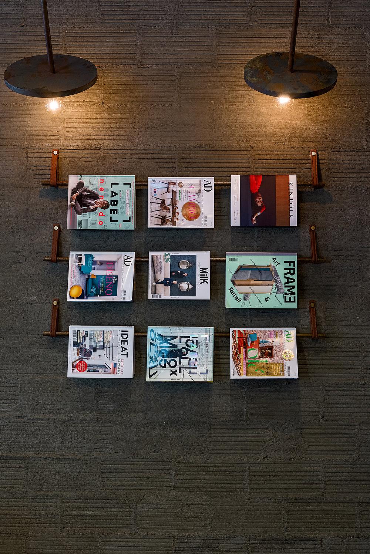 La Manera magazine rack