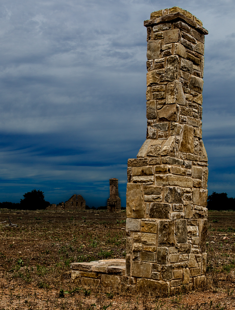 Fort_Griffin_Chimney_Ruins.jpg