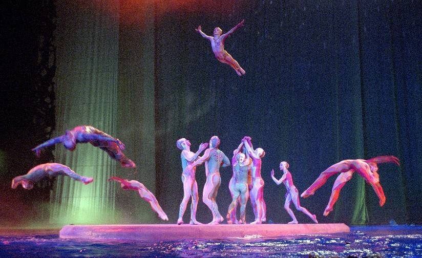 From water to the wall. Cirque has it all