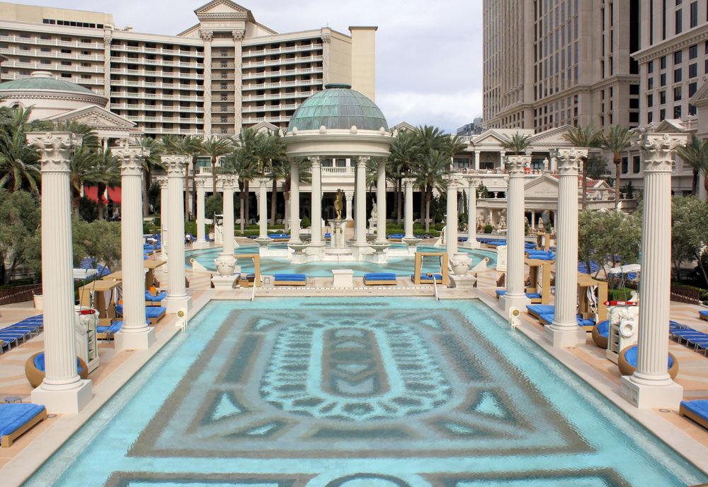 Vegaster 7 hotel casino pools in las vegas for Caesars swimming pool