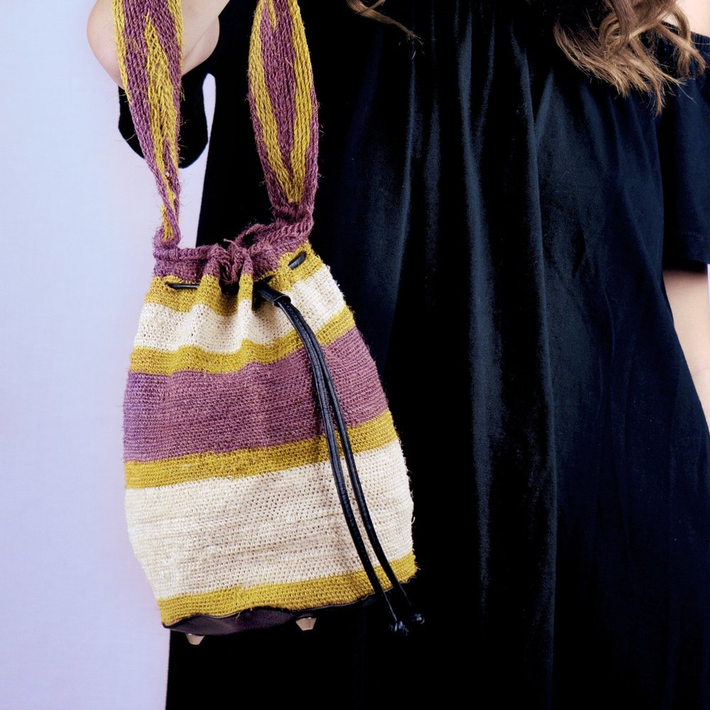Our new fiber collection, starring mochilas made by the Kankuamo peoples, aims to support ancestral traditions.
