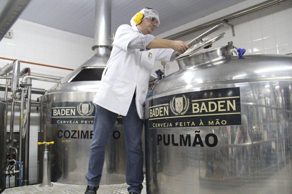 """O mestre-cervejeiro cuida do """"pulmão"""" da Baden Baden (Foto: Rodrigo Cavalheiro)"""