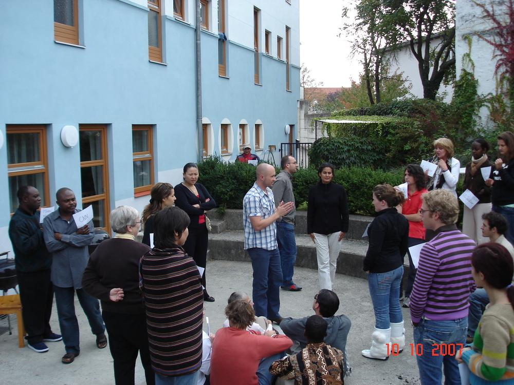 Robert leciona sobre Transformação de Conflitos, no Mestrado,na Áustria (Foto: Arquivo Pessoal)