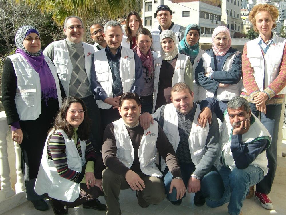 Fernanda com o time de saúde mental dos Médicos Sem Fronteiras na Palestina (Foto: Arquivo Pessoal)
