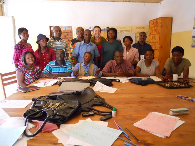 Fernando com o grupo de conselheiros locais para vítimas de tortura no Congo (Foto: Arquivo Pessoal)