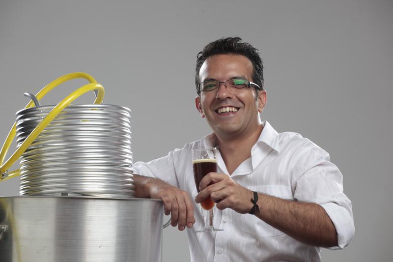 O publicitário Robson Vergíliotem 140 rótulos no portfólio, concebidos para 30 marcas (Foto: Divulgação)