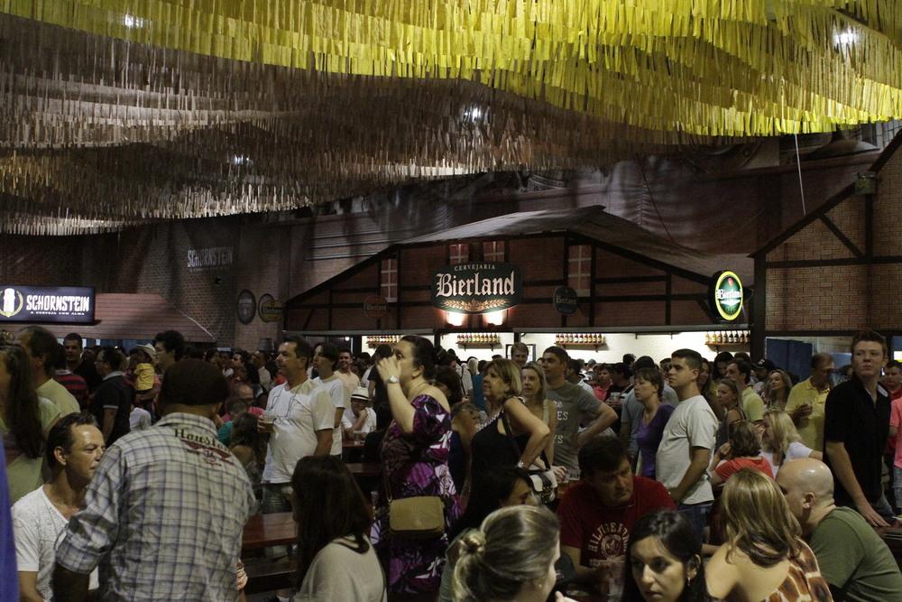 Cervejas artesanais da região têm destaque na Sommerfest (Foto: Altair Nobre)