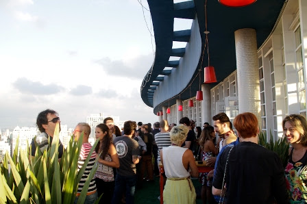 Projeto reúne o público paulistano em um local inusitado e com uma vista única, o  Terraço do Edifício Planalto(Foto: Carol Krieger/Divulgação)