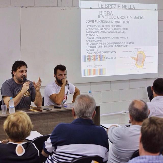 Federico Casari, da microcervejaria italiana Croce di Malto, foi o primeiro palestrante do Festival Brasileiro da Cerveja, na Escola Superior de Cerveja e Malte (Foto: Ricardo Jaeger)