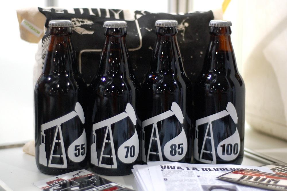 Cerveja do estilo Russian Imperial Stout, negra como o petróleo e de consistência viscosa, com 12% de teor alcoólico, tem em sua fórmula maltes torrados, aveia e cacau (Foto: Divulgação)