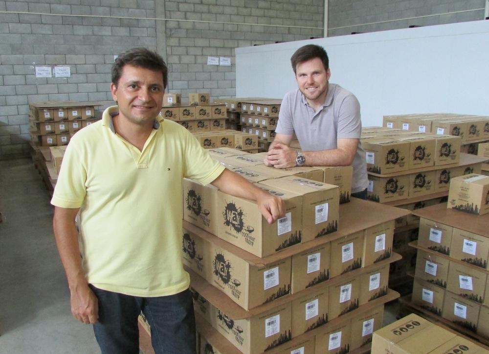 Os sócios da Way Beer, Alessandro Oliveira e Alejandro Winocur (Foto: Divulgação)