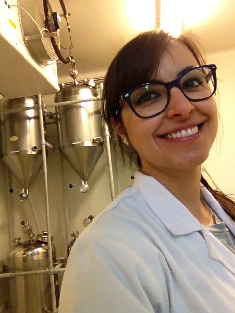 """""""Em meio aos vários tanques de cervejas experimentais com o uso de leveduras do Brasil (Laboratory of Enzyme, Fermentation and Brewing Technology, Gent, Bélgica)"""""""