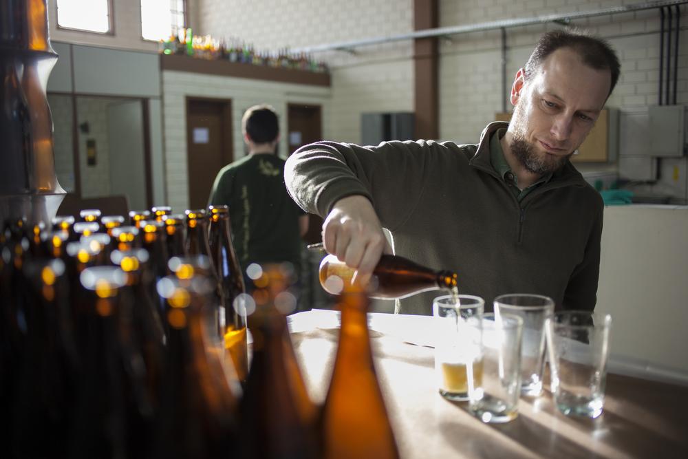 Tiago Genehr, que guiou a equipe da Beer Art na visita à cervejaria (Foto: Ricardo Jaeger/Beer Art)