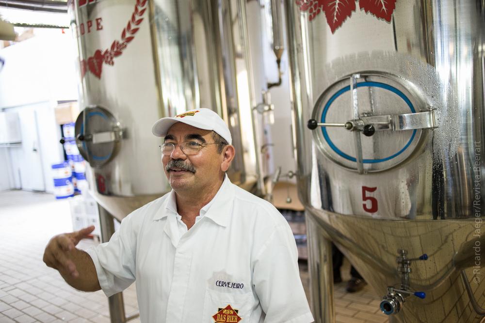 Souza, que trabalhou em cervejarias grandes, vê vantagens de controle de qualidade nas pequenas (Foto: Ricardo Jaeger/Beer Art)