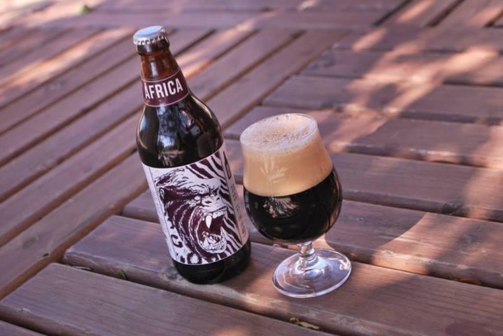 Além de identificar a cerveja com o continente, o sorgo, aumentou o teor alcoólico da bebida (Foto: Divulgação)