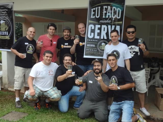 João Ricardo Zugliani(em pé, à esq),presidente da Acerva Paulista, à frente de 250 sócios e cinco associações regionais, acredita que este é o momento de fortalecer a Acerva Brasil (Foto: Divulgação)