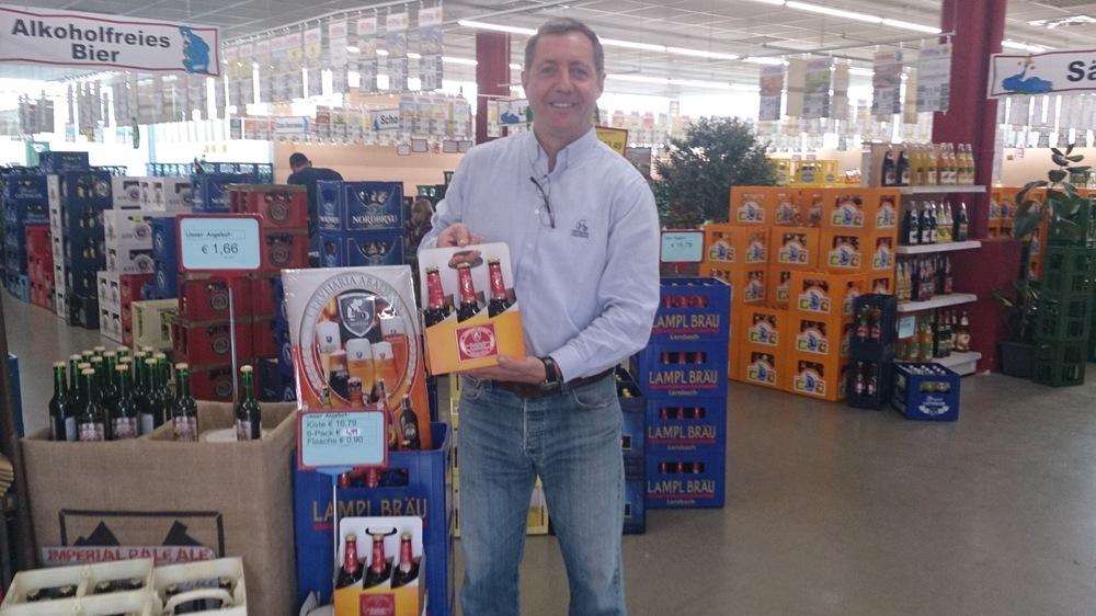 Herbert Schumacher na loja emGeisenfeld, onde a Abadessa Export foi comercializada (Foto: Divulgação)