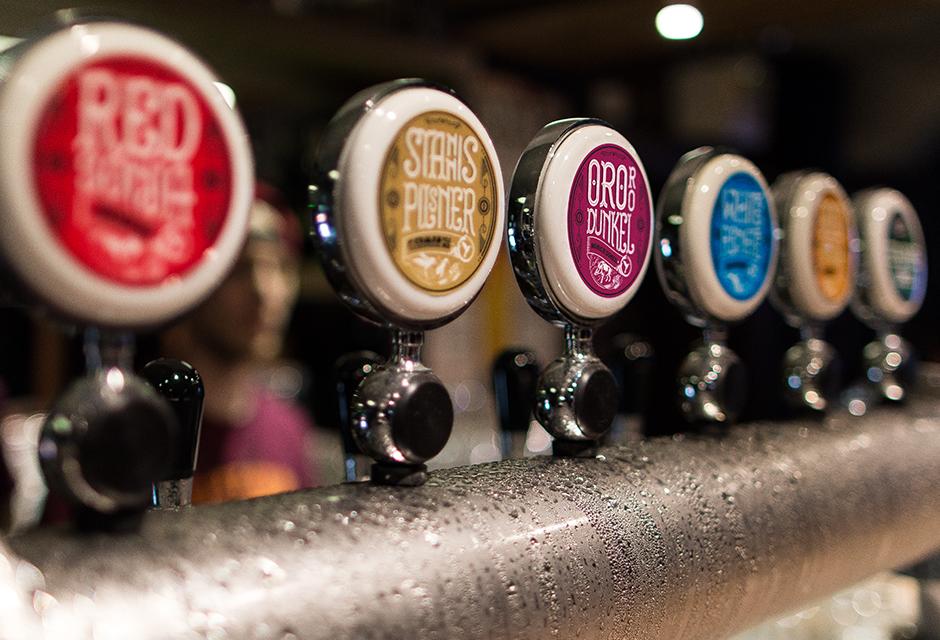 Cervejaria começou em 2011, com produção caseira, consolidou uma identidade própria e hoje oferece diferentes estilos (Foto: Black House)