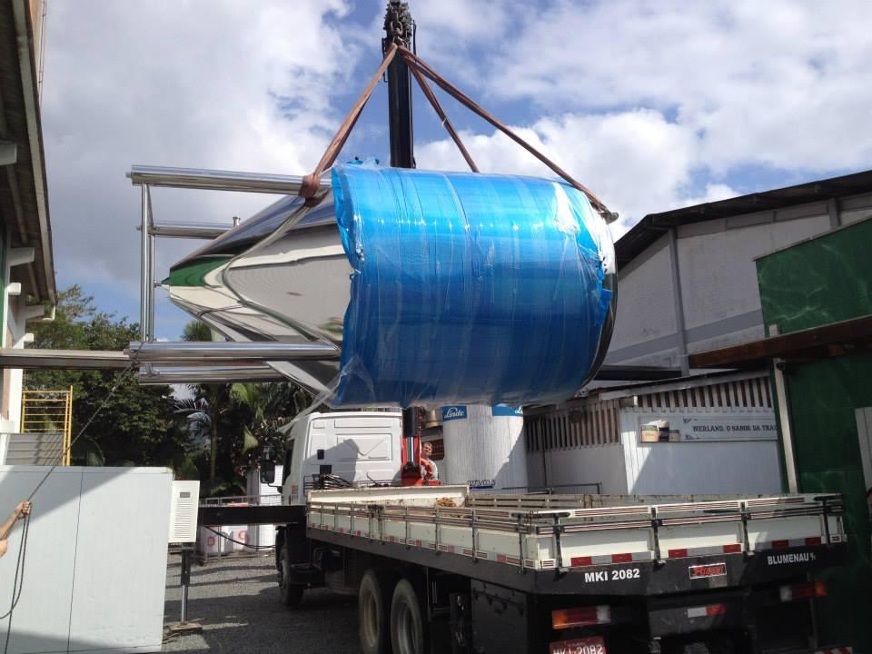 A chegada de novos tanques é cada vez mais frequentes nas cervejarias. Na foto, novos equipamentos chegando na Bierland (Foto: Divulgação)