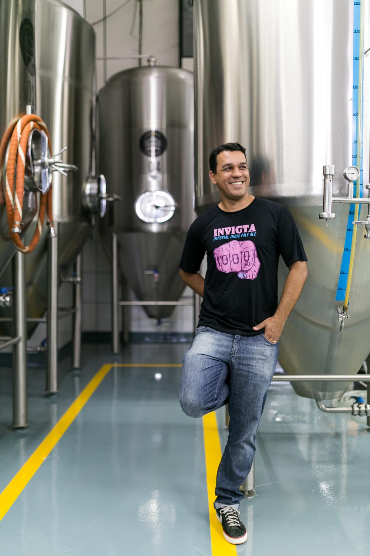 Rodrigo Silveira, que começou como prático da Colorado e passou por outras cervejarias, imprime o seu estilo em lançamentos com o da 1000 IBU(Foto: Rogério Volgarine, @cervejaecomida/Especial para a Beer Art)