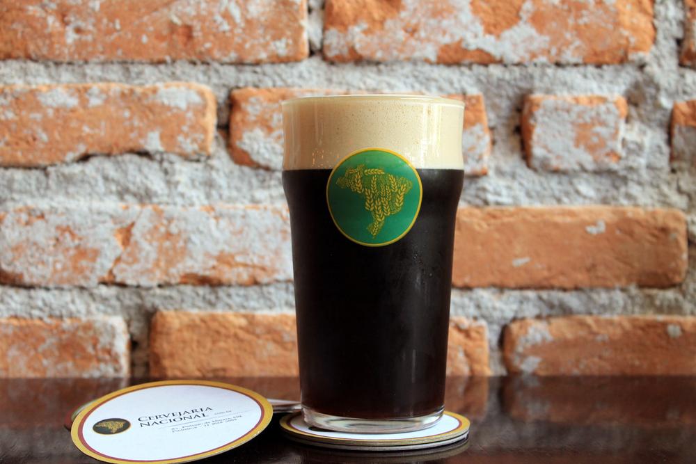 O nome é inspirado em uma lenda e ressalta a dualidade da cerveja escura com espuma clara e perolada (Foto:Mariana Buck)