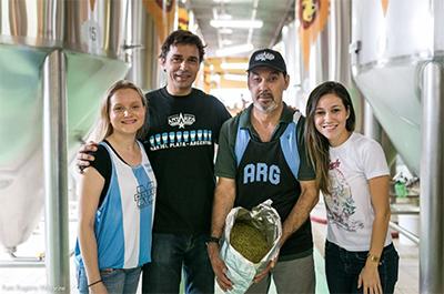 Cerveja foi feita em parceria com a cervejaria antares (FOTO: @cervejaecomida/ DIVULGAÇÃo)