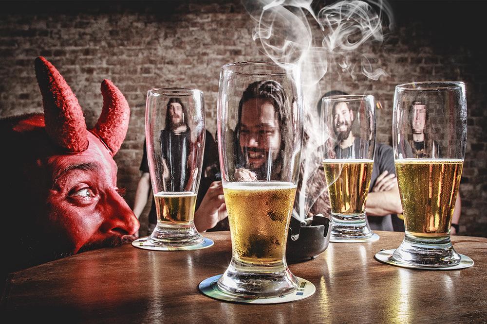 O quarteto invadiu as panelas, pensou, produziu e engarrafou a própria cerveja (Foto: divulgação)