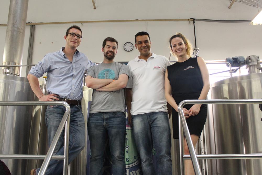 Da esquerda para a direita,Sebastian, Sébastien, Rodrigo e Kiera Senst, secretária geral daGlobal Association of Craft Beer Brewers (Foto: Divulgação)
