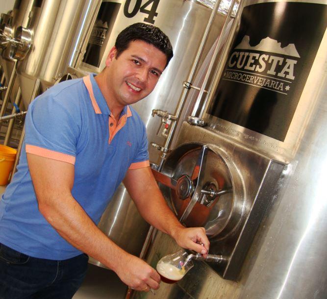 Walter Simões Júnior na Cuesta, cervejaria por ele escolhida como tema da coluna na Revista Beer Art (Foto: Arquivo Pessoal)