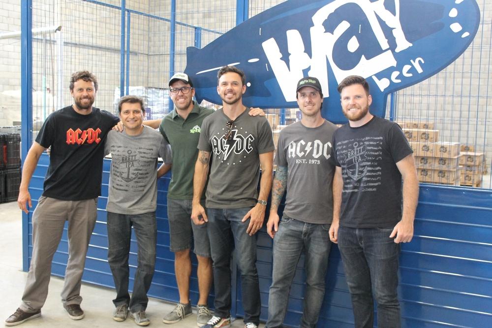 Na foto, Guigo Galvão, Alessandro Olivera, sócio-proprietário da Way Beer, Fábio Galvão,Denis Galvão,Michel Galvão,e Alejandro Winocur, sócio-proprietário da Way Beer (Foto: Divulgação)