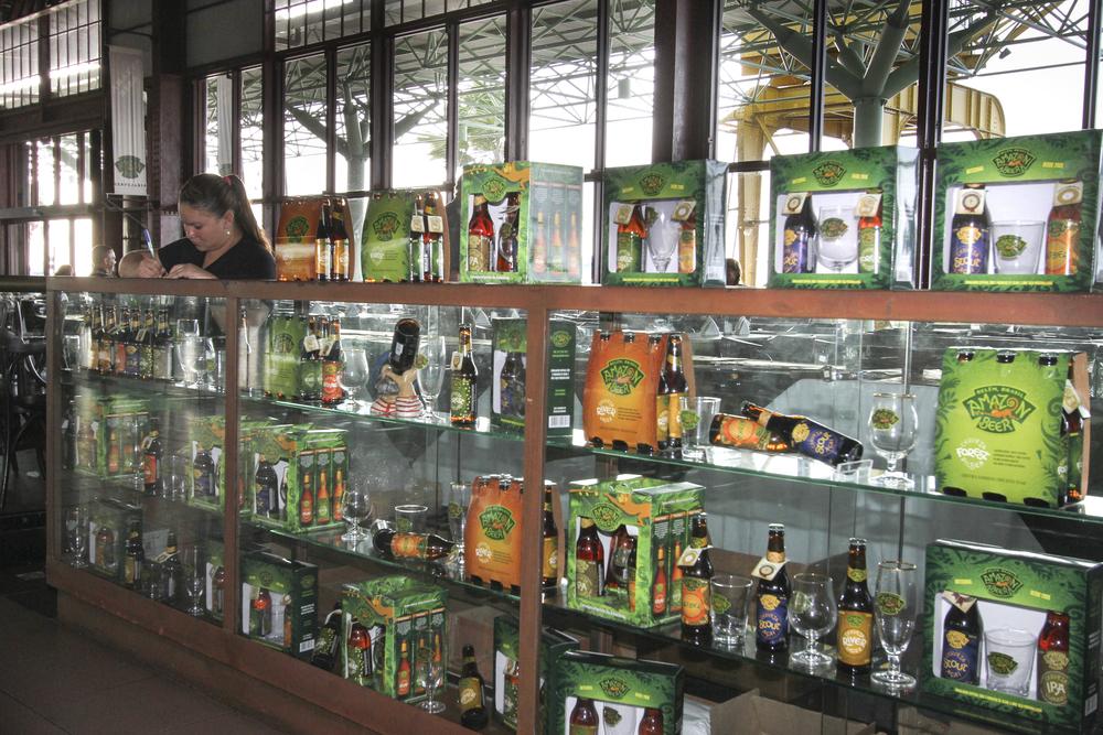 a loja da cervejaria (FOTO: JULIANA SPINOLA/ESPECIAL PARA A BEER ART)