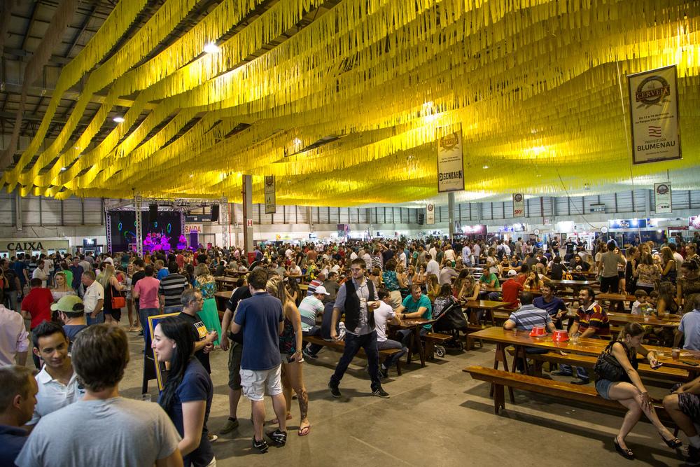 O público encontra muita diversidade nos pavilhões do Festival Brasileiro da Cerveja 2015 (Foto: Ricardo Jaeger/Beer Art)